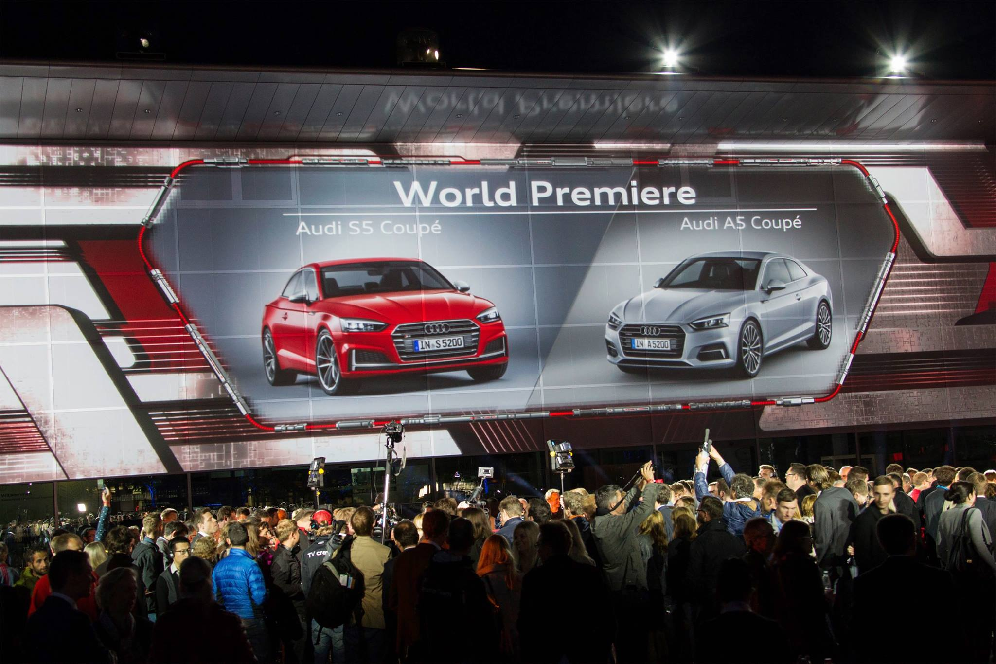 Ein besonderes Event an einem besonderen Ort: Für den Launch des neuen A5/S5 Coupé lud Audi die Presse an ihren Hauptsitz in Ingolstadt ein. Der zentrale Platz verwandelte sich in […]